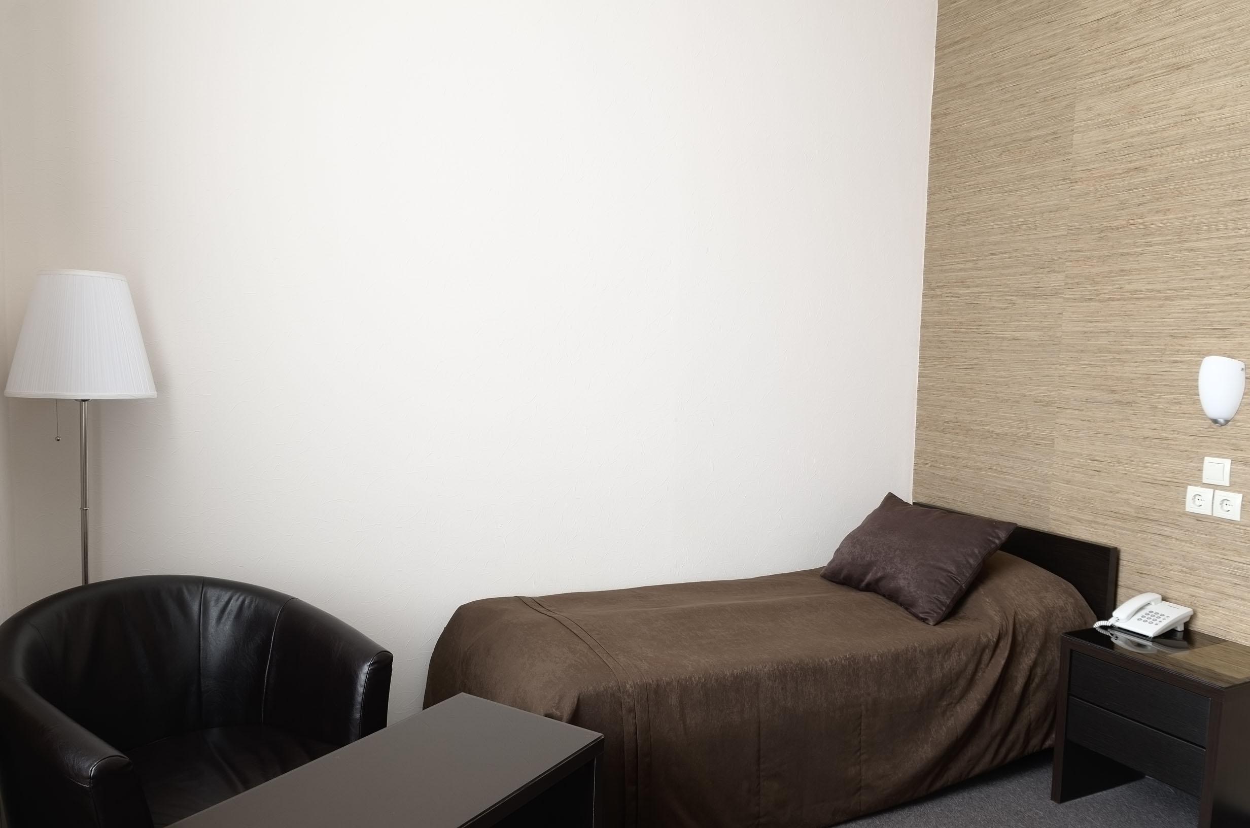Однокомнатный номер с одной односпальной кроватью.